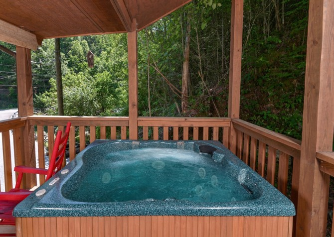 pigeon forge cabin – get outta dodge – hot tub