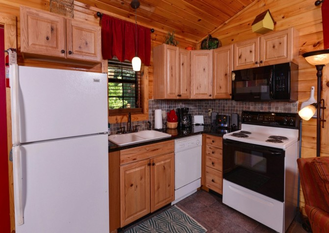 pigeon forge cabin – get outta dodge – kitchen