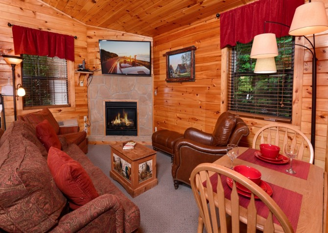 pigeon forge cabin – get outta dodge – living