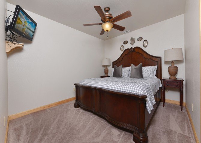 Pigeon Forge Cabin - Hallmark Splash - Bedroom