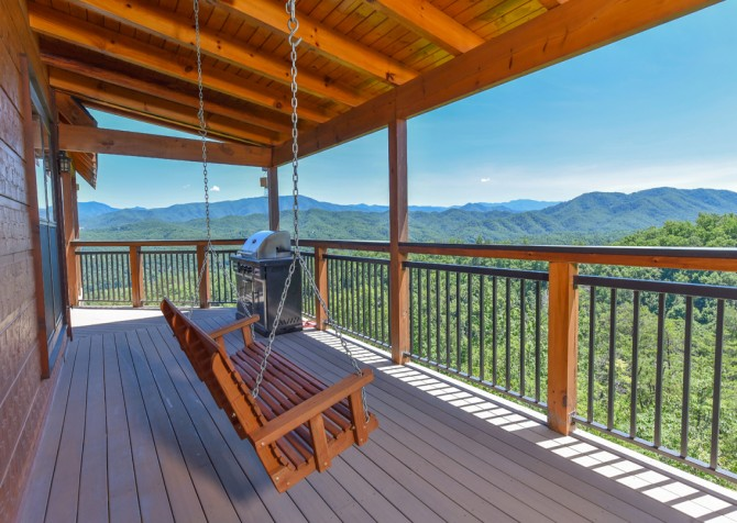 Pigeon Forge Cabin - Hallmark Splash - Covered Deck/Porch Swing