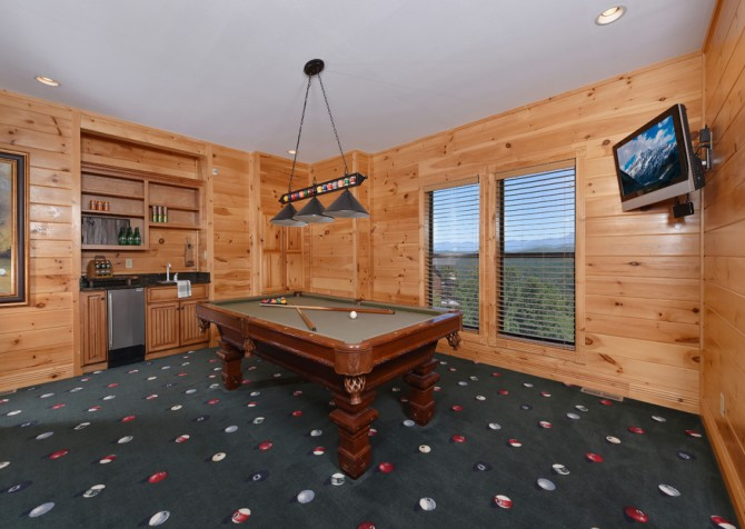 Pigeon Forge Cabin - Hallmark Splash - Rec Room