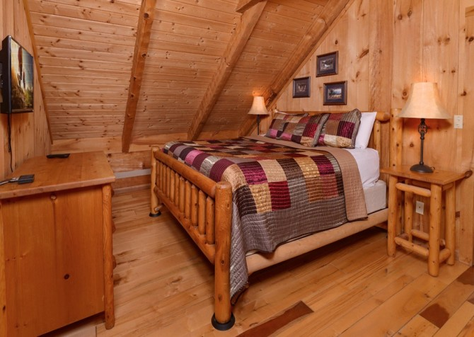pigeon forge cabin – hard to leave – bedroom