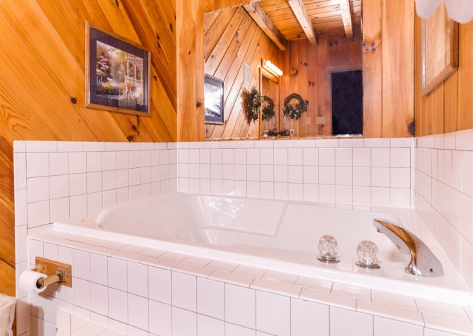 pigeon forge cabin – hearts desire – bathroom