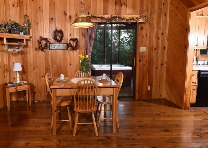 Pigeon Forge Cabin - Heart's Desire - Dining Room