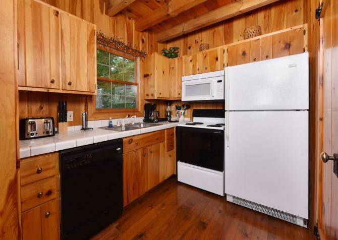 Pigeon Forge Cabin - Heart's Desire - Kitchen