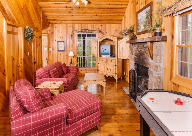 pigeon forge cabin – hearts desire – living