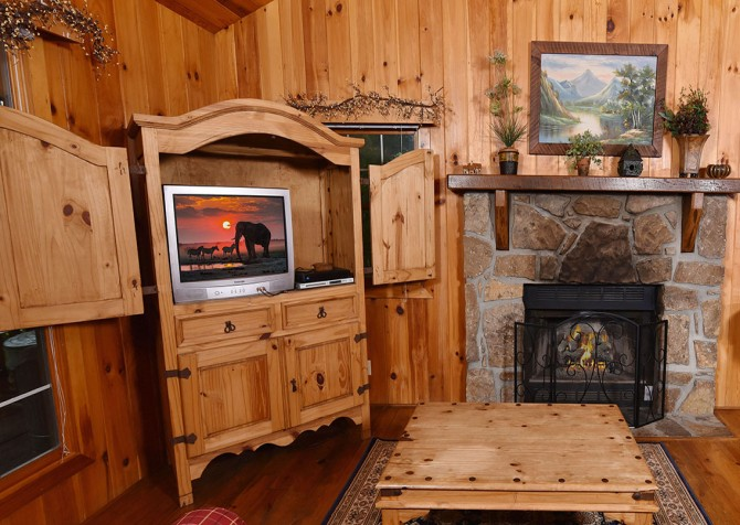 Pigeon Forge Cabin - Heart's Desire - Living Room