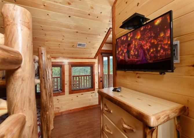 Pigeon Forge Hickory Splash Lodge Bedroom