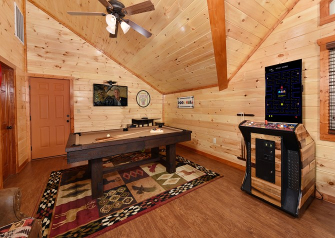 Pigeon Forge Hickory Splash Lodge Rec Room