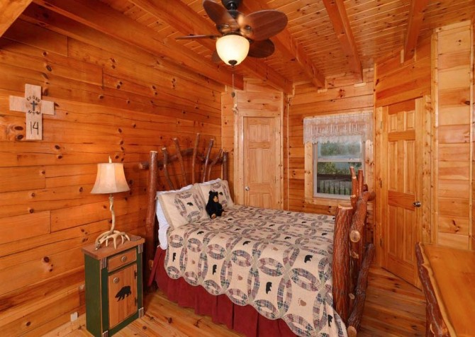 pigeon forge cabin – high-bear-nation – bedroom