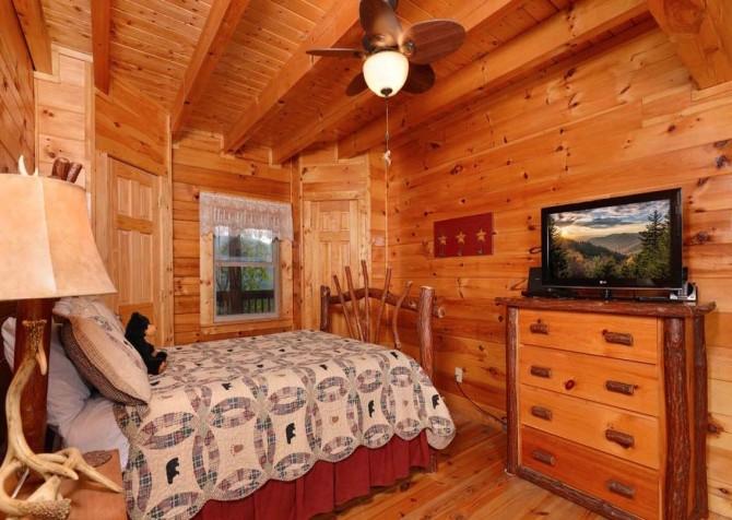pigeon forge cabin – high-bear-nation – bedroom