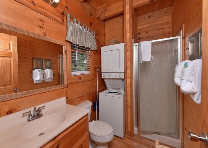 Pigeon Forge Cabin - Hiker's Hideaway - Bathroom