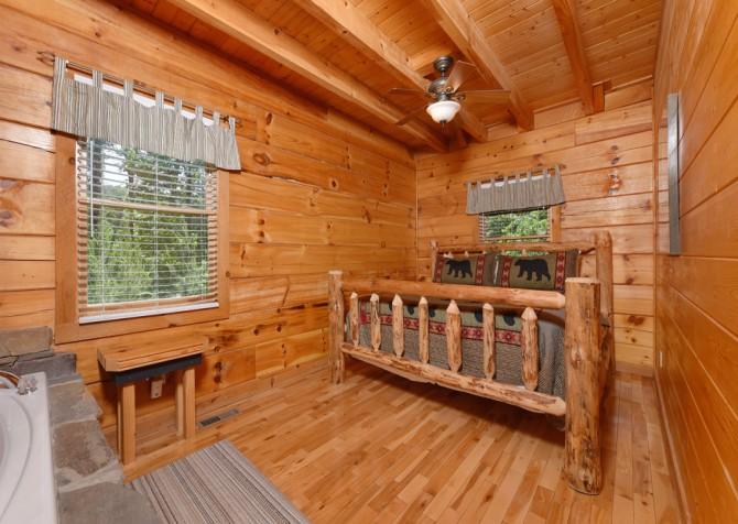 Pigeon Forge Cabin - Hiker's Hideaway - Bedroom