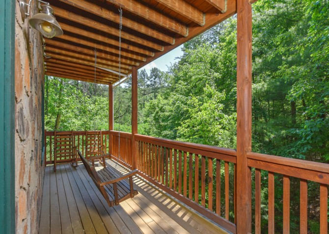 Pigeon Forge Cabin - Hiker's Hideaway - Porch Swing