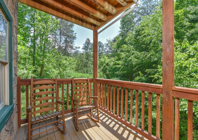 Pigeon Forge Cabin - Hiker's Hideaway - Rocking Chairs