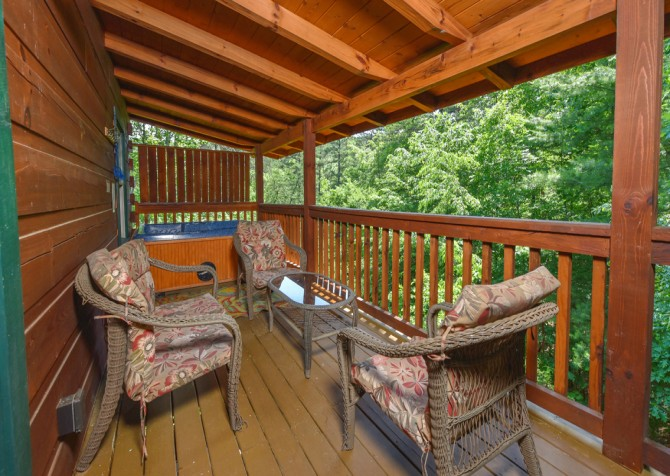 Pigeon Forge Cabin - Hiker's Hideaway - Sitting Area