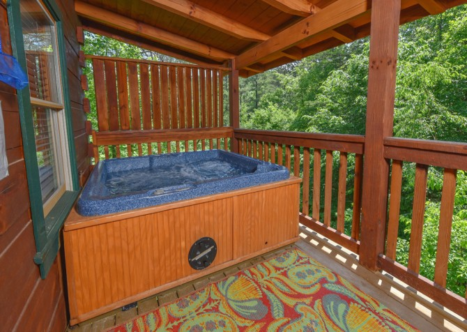 Pigeon Forge Cabin - Hiker's Hideaway - Hot Tub