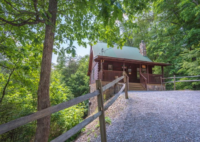Pigeon Forge Cabin - Hiker's Hideaway - Exterior