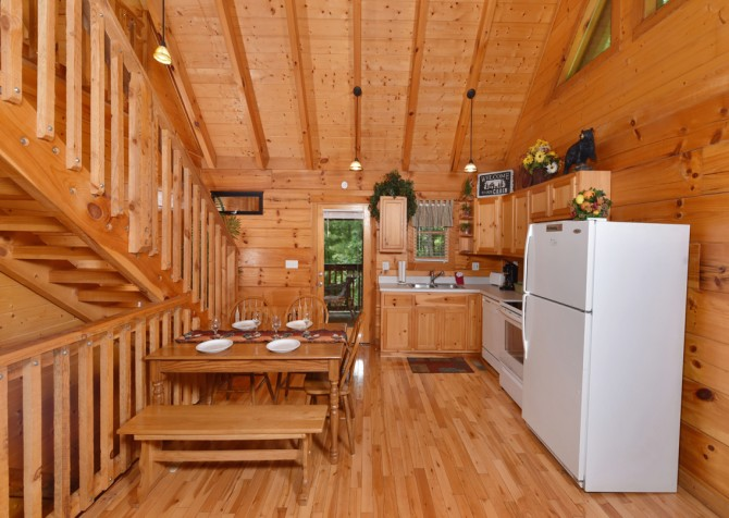 Pigeon Forge Cabin - Hiker's Hideaway - Kitchen/Dining Room