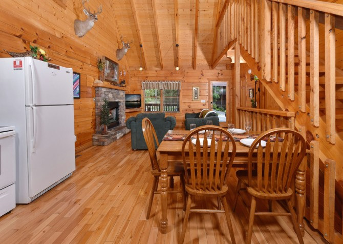 Pigeon Forge Cabin - Hiker's Hideaway - Dining Room