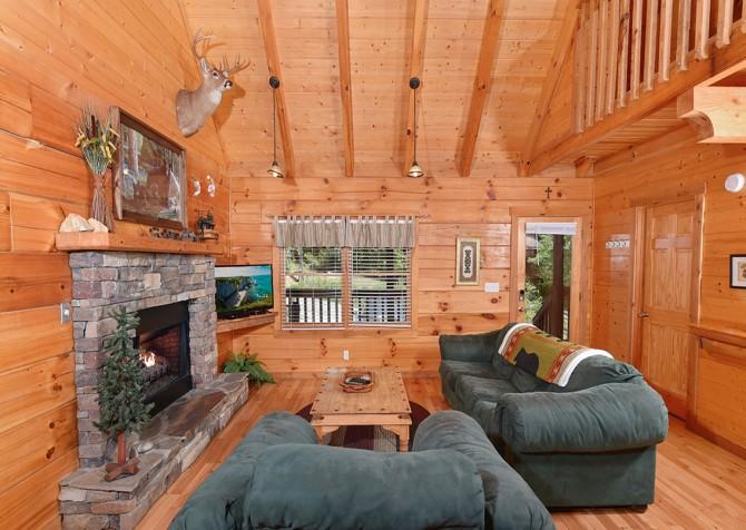 Pigeon Forge Cabin - Hiker's Hideaway - Living Room