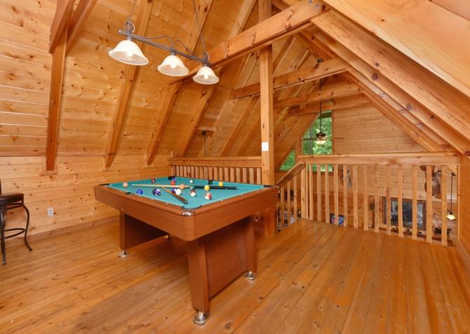 Pigeon Forge Cabin - Hiker's Hideaway - Rec Room