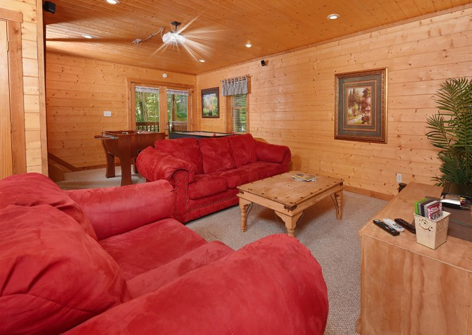 Pigeon Forge Cabin - Hiker's Hideaway - Theater Room