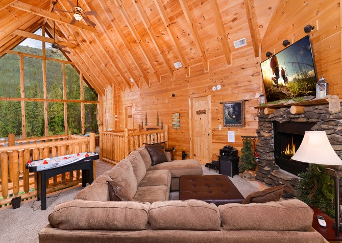 Pigeon Forge Cabin - Hillsong Heaven - Loft Lounge Area