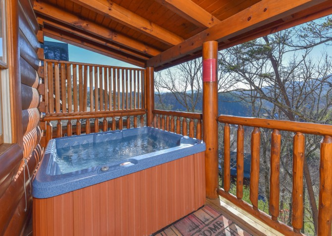 Gatlinburg - Hilltop Hideaway - Hot Tub