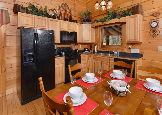 Gatlinburg - Hilltop Hideaway - Kitchen