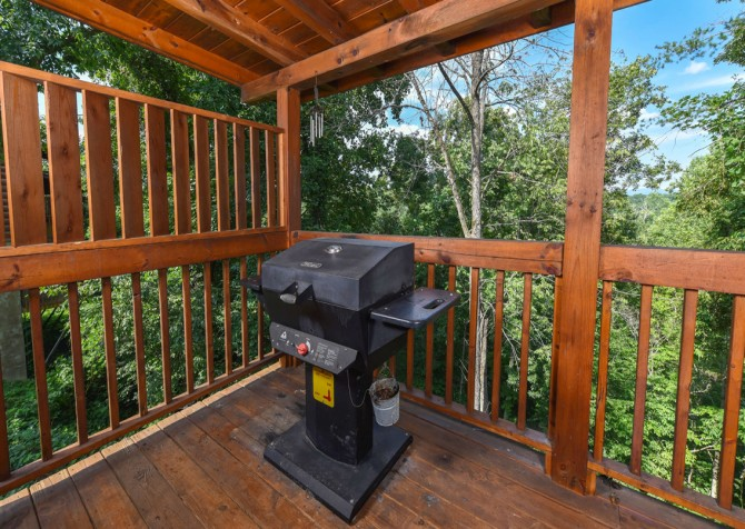 Pigeon Forge Cabin - Hooked On Love - Grill
