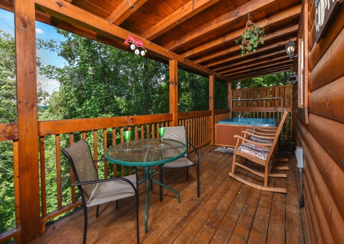 Pigeon Forge Cabin - Hooked On Love - Deck