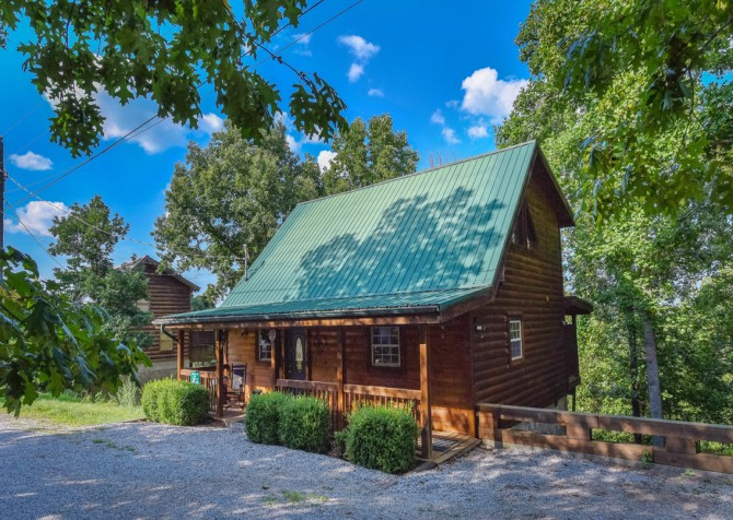 Pigeon Forge Cabin - Hooked On Love - Exterior
