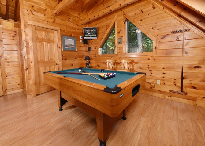 Pigeon Forge Cabin - Hooked On Love - Rec Room