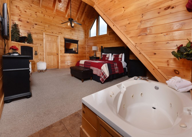 Pigeon Forge Cabin- It's A Wonderful Life – Bedroom