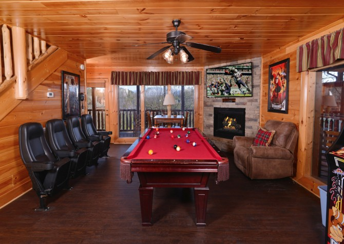 Pigeon Forge Cabin - It's A Wonderful Life - Rec Room