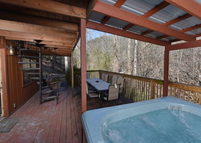 Pigeon Forge - Keaton's On The Creek - Hot Tub