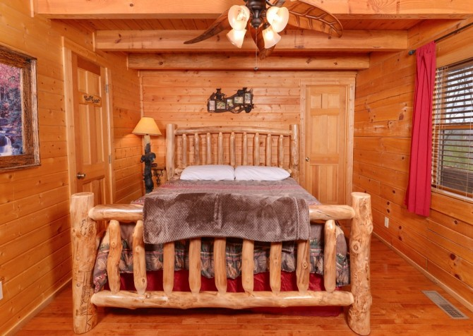 pigeon forge - knotty and nice - bedroom