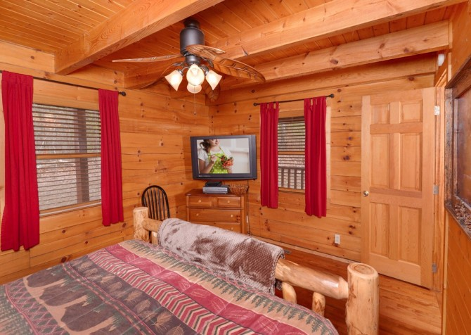 pigeon forge - knotty and nice - bedrooms