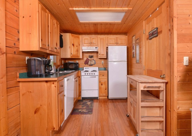 pigeon forge - knotty and nice - kitchen