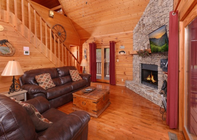 pigeon forge - knotty and nice - living room