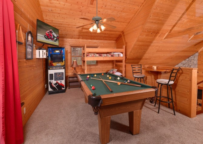 pigeon forge - knotty and nice - gameroom