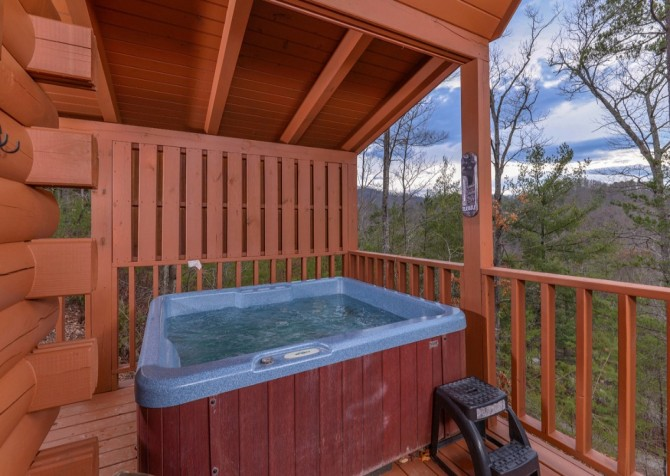 pigeon forge - knotty and nice - jacuzzi