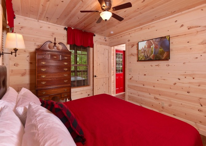 pigeon forge - lack for nothing - bedroom