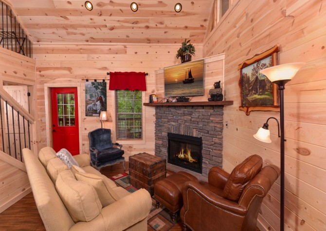 pigeon forge - lack for nothing -living space