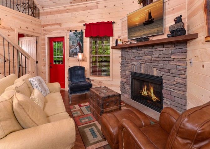 pigeon forge - lack for nothing livingroom