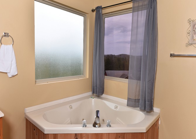 Pigeon Forge - Lakeside Mountain Memories - Indoor Jetted Tub
