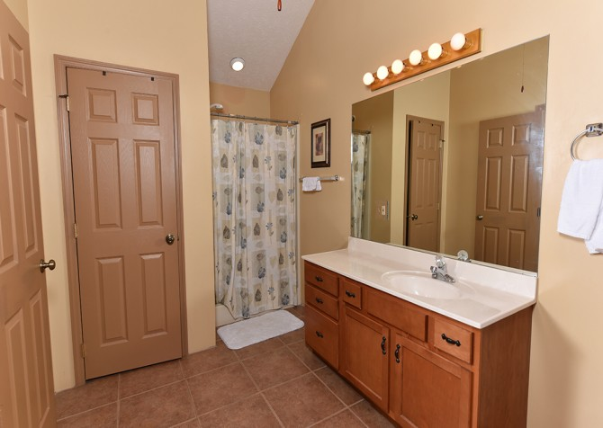 Pigeon Forge - Lakeside Mountain Memories - Bathroom