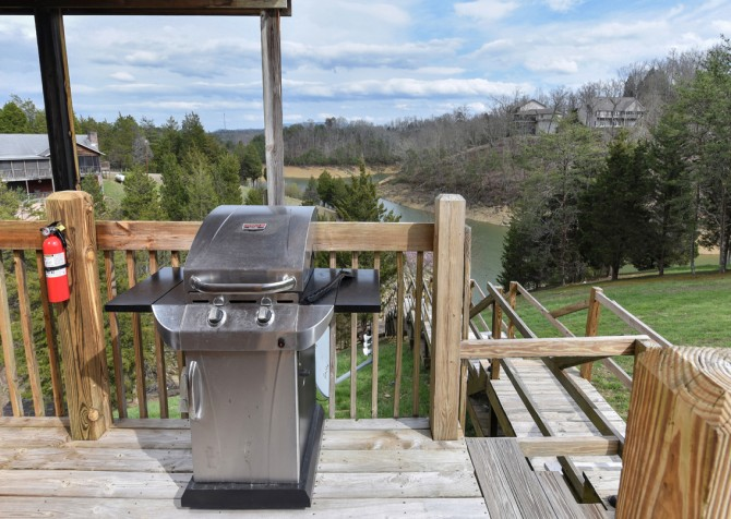 Pigeon Forge - Lakeside Mountain Memories - Grill/Deck View